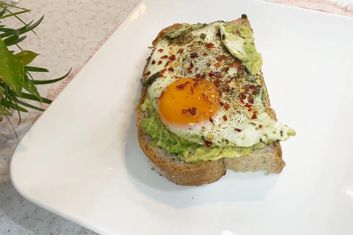 Pesto kiaušinienė: tobulas pasirinkimas pusryčiams, kada norisi išbandyti šį tą naujo